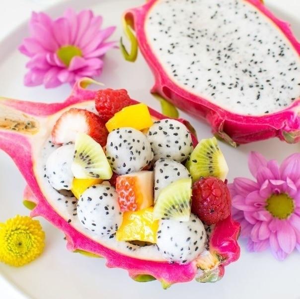 фруктовый-салат-с-питахайей