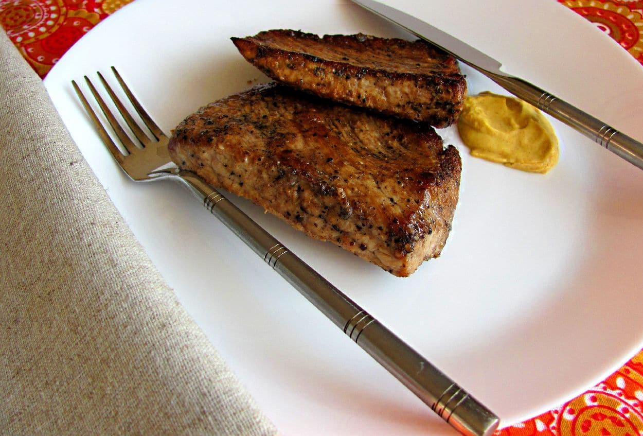 Свиные стейки с беарнским соусом