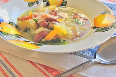Суп с капустой и фасолью