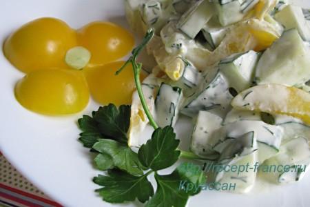 Салат из перца и огурцов с горчицей