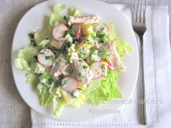 Салат с курицей и салатом айсберг