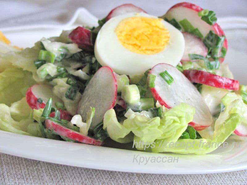 салат из зеленого лука с редисом