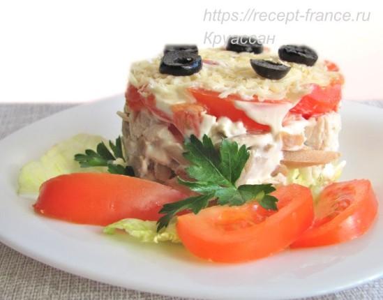 Слоёный салат с курицей и шампиньонами