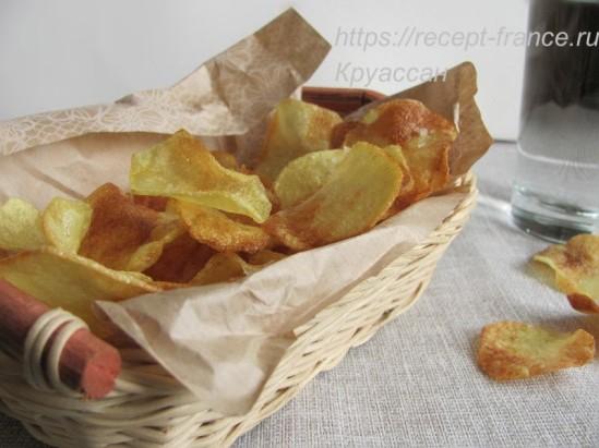 Домашние картофельные чипсы с чесноком