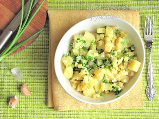 Салат из картофеля с зеленым луком