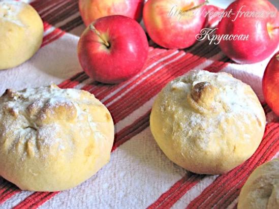 Нежные булочки с яблоками