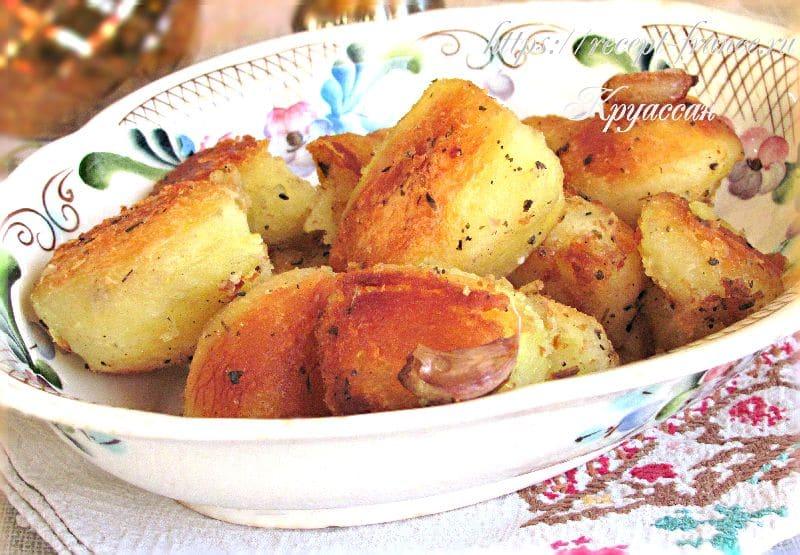 картофель запеченный с чесноком и шалфеем