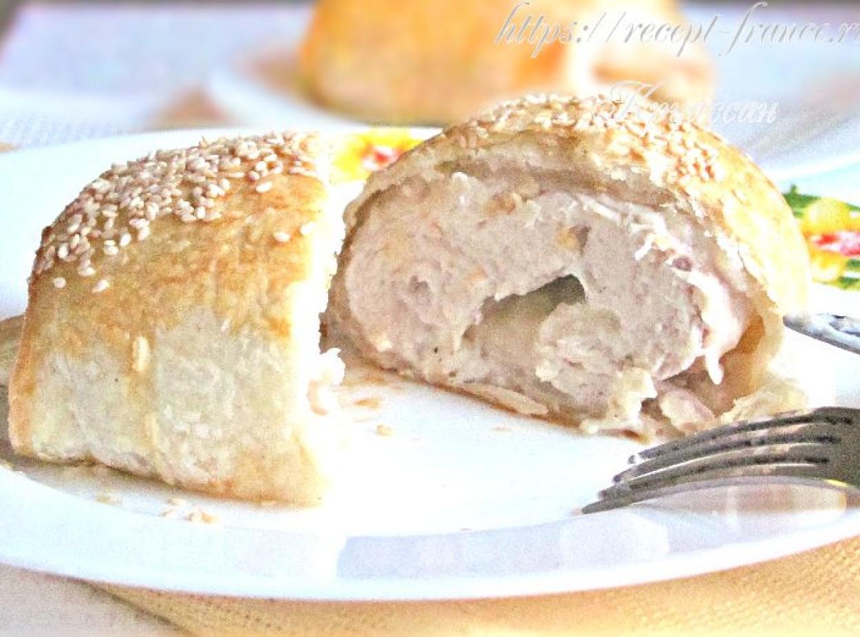 Курица в слоеном тесте – рулетики с курицей и творожным сыром