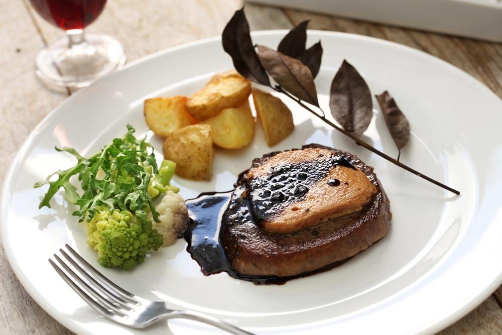стейк из говядины с фуа-гра