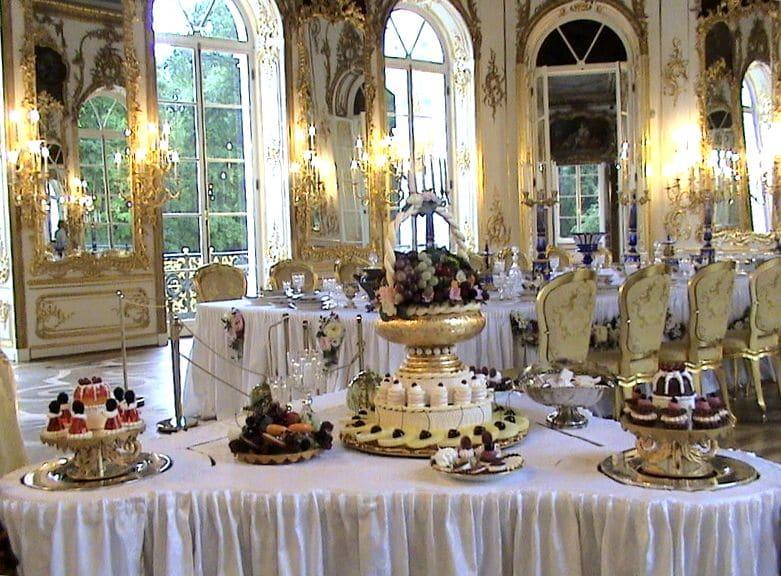 Десертный и обеденный столы в Царском Селе