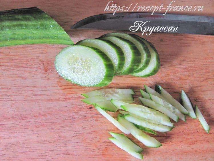 салат с капустой, курицей и огурцом - приготовление