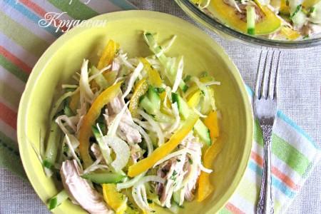 Салат с курицей, капустой и огурцом