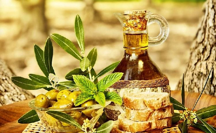 оливковое масло и хлеб