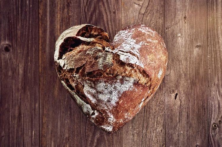 хлеб в виде сердца
