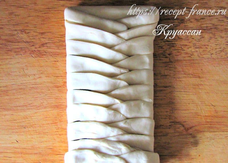 плетенка из слоеного теста с шоколадом - приготовление