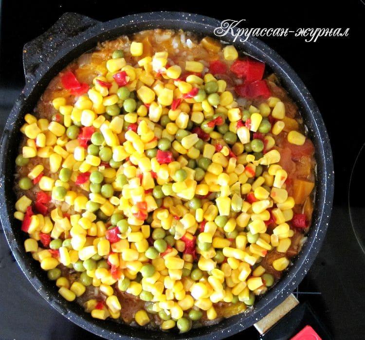 рис с овощами на сковороде - приготовление