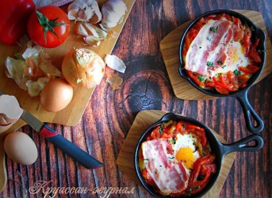 Пиперада с яйцом