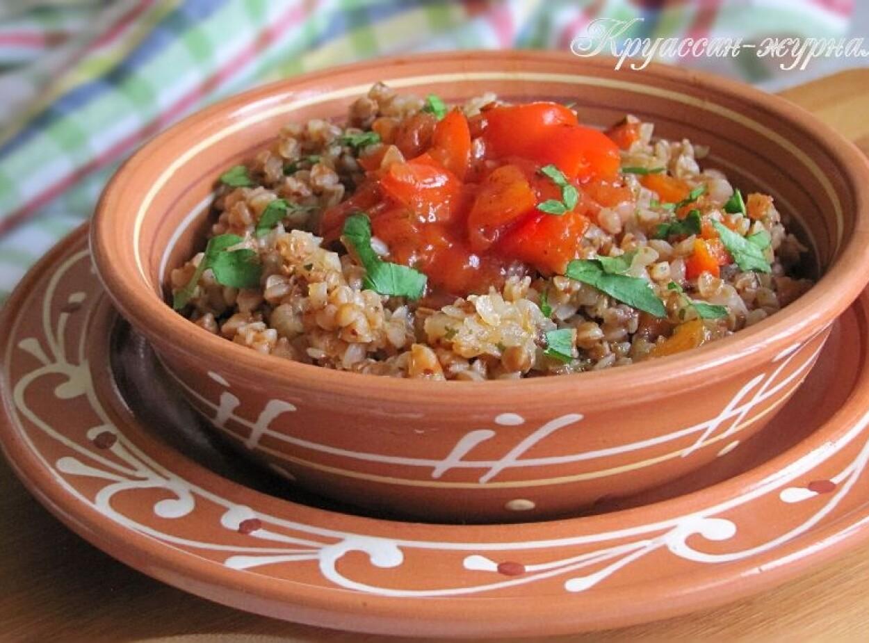 Гречка с овощами на сковороде