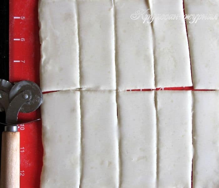 пальчики из слоеного теста-приготовление