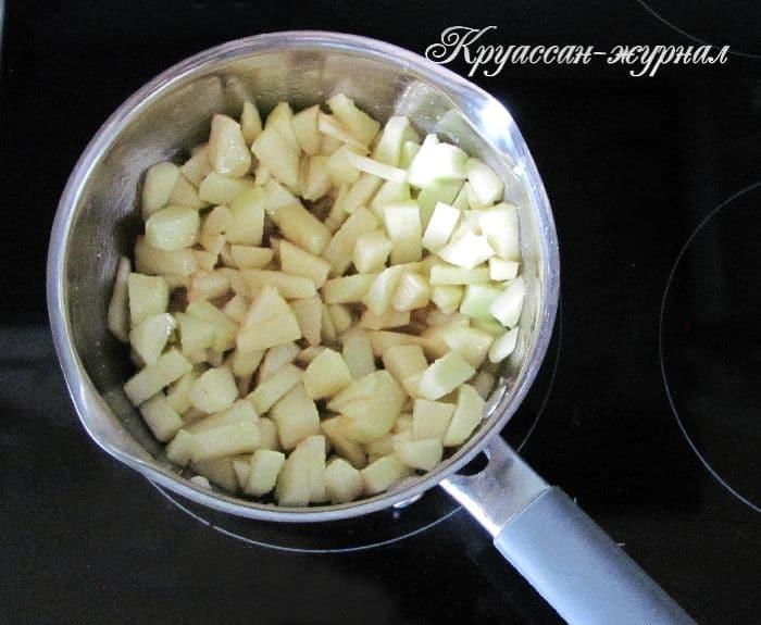 жареные пирожки с яблоками-приготовление