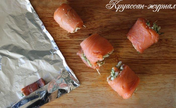 рулетики из лосося-приготовление