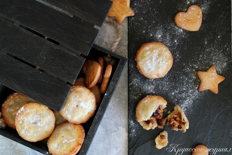 песочные пирожки с яблоками и сухофруктами