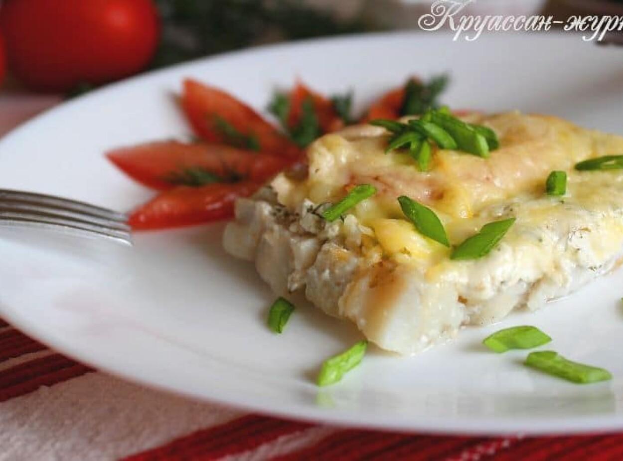 Рыба под сметанным соусом и пармезаном