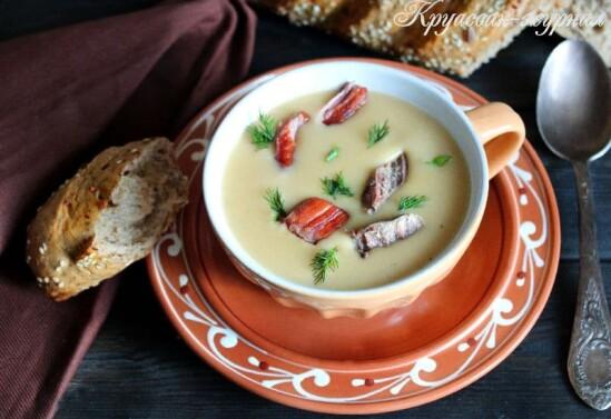 Гороховый суп-пюре с копчёностями и сливочным сыром