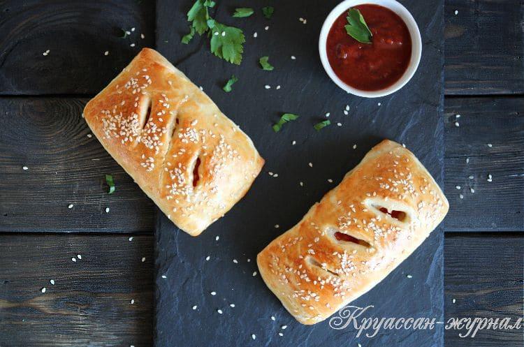 слойки с копчёной колбасой