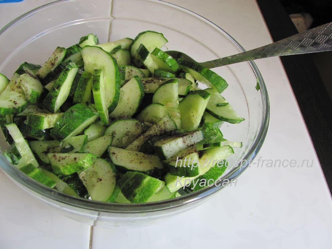 как приготовить салат из огурцов и томатов