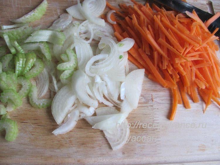 как приготовить тушеную рыбу с овощами