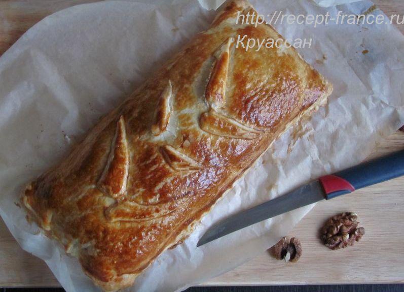 слоеный пирог с сыром, ветчиной и грецкими орехами